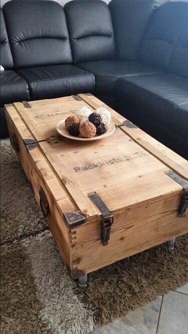 alte munitionskiste auf gearbeitet und zum couchtisch gemacht do it yourself pinterest. Black Bedroom Furniture Sets. Home Design Ideas