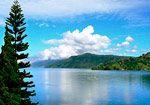 Paisaje en el lago Toba. Fotogaleria India Sumatra, Lago Toba, por Carmen G.Junyent en Travellersbook.net
