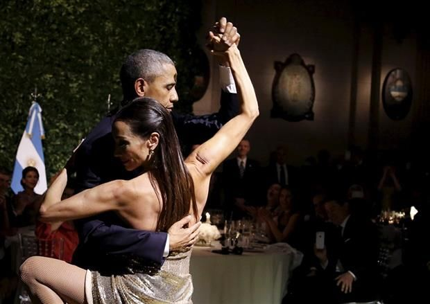 Elogios, ausencias y sorpresas en una cena con clima ideal  Obama y Godoy, en un baile inesperado en el CCK.Foto:Reuters/Carlos Barria