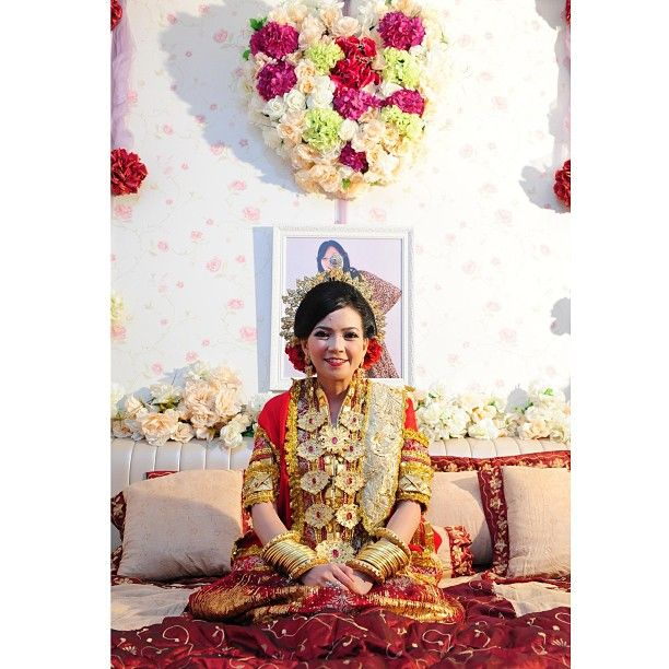 .@riskaanton | #MAPPACCI #adat #bajubodo #red #myroom #decoration #bugis #buginese #wedding ... | Webstagram