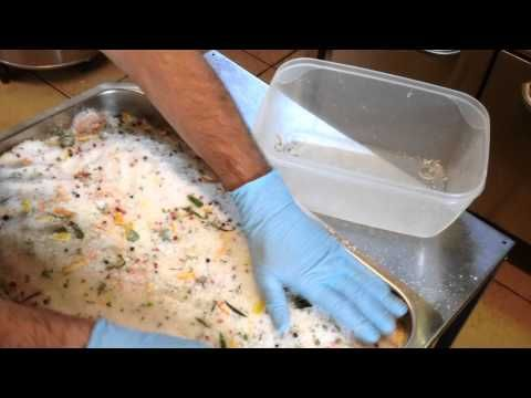 Salmone marinato sotto sale - YouTube