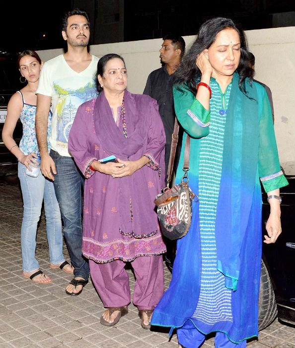 Hema Malini .. her family... | D' Clutter ...Abundent ...
