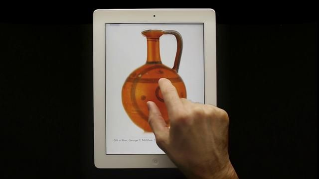 Put 3D objects at your visitors' fingertips: UVaM on the iPad