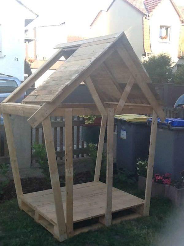 La Cabane De Sarah / Kids Pallets Hut Fun Pallet Crafts for Kids Pallet Sheds, Pallet Cabins, Pallet Huts & Pallet Playhouses