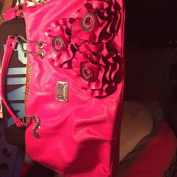 Dolce and gabbana bag Pink leather dolce gabbana purse. Honestly can hold everything possible. Used but still in great condition. Dolce & Gabbana Bags Shoulder Bags