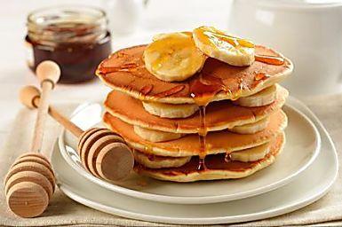 Se ti piace cimentarti in nuove ricette per preparare fantastici dolci originali ed un po' diversi dal solito, ecco una ricetta che ti piacerà. I pancake sono degli ottimi dolci che saranno perfetti per una colazione speciale, nutriente, genuina. Si tratta di particolari frittelle da gustare assieme a condimenti di tuo gusto, come cioccolato fuso, panna montata, frutta fresca. Potrai preparare dei pancake anche se segui una dieta particolare, magari per contrastare il colesterolo un po'…