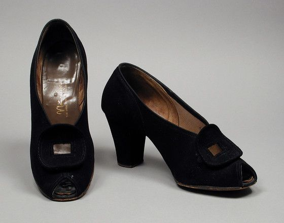 Pair of Woman's Pumps  Naturalizer (United States, founded 1927)  Brown Shoe Company (United States, Missouri, St. Louis, shoe manufacturer, established 1878)  United States, 1943-1946