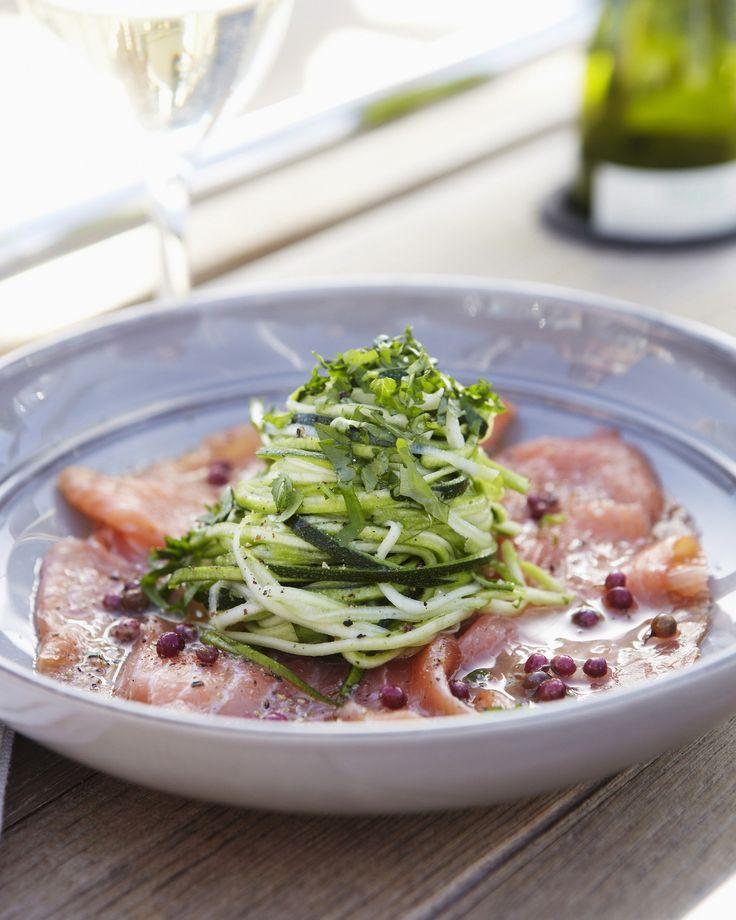 'Rauwe courgette is een ideale groente om te marineren.' in combi met zalm een perfecte PN-Lunch!