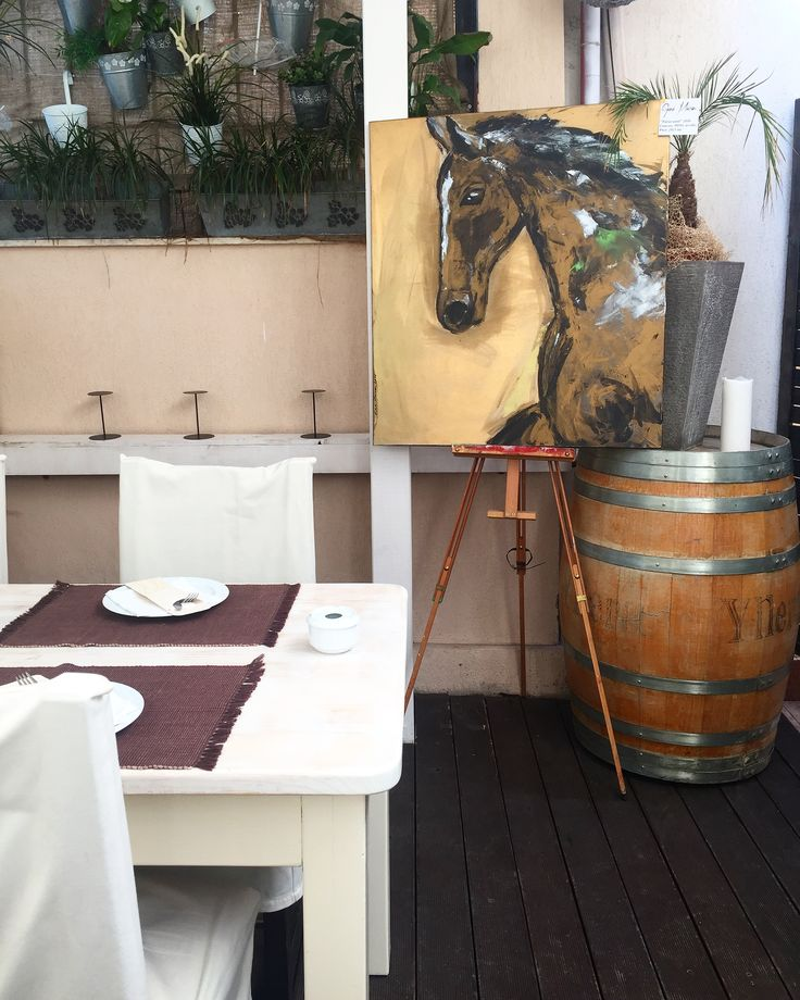 """""""Naravasul"""" este tare plimbăreț! 🎨✨    De astazi se afla la vânzare, intr-o alta locație, ca la el acasa, @patanegrabucuresti     Un loc minunat si cu cea mai buna mâncare cu specific spaniol!  #thankfulheart #paintings #contemporanyart #contactme📲💌 #artist #art #ginamaicanartstyle🎨 #patanegra 🙏"""