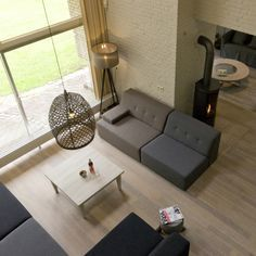 BosVilla Terspegelt is een moderne, hippe 12-persoons vakantiewoning aan de rand van het bos. Luxe, sfeervol, ruim. Een unieke villa nabij Eersel.