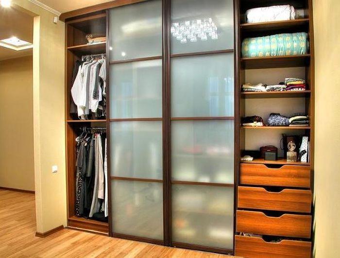 Узкий шкаф в прихожей также эффективен - http://mebelnews.com/mebel-dlya-prihozhey/uzkij-shkaf-v-prixozhej-takzhe-effektiven.html