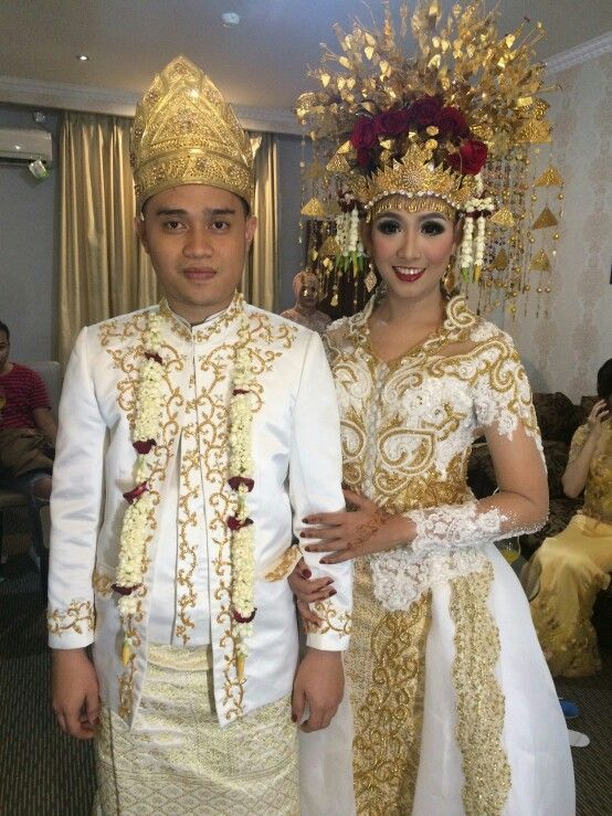Semi Modern-Traditional Palembang Wedding Clothes. White and Gold.