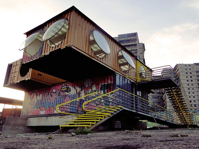744 best images about shipping container homes and for Structure container maritime