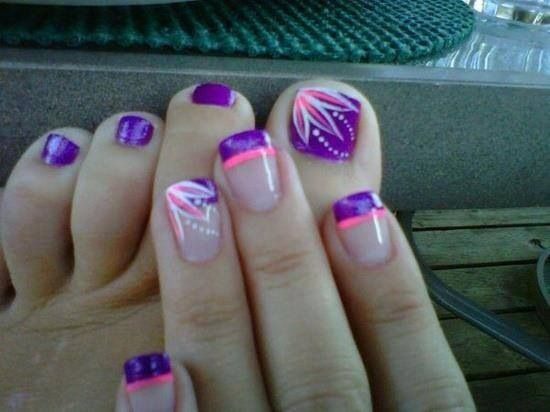 Purple toe nails with line design & matching mani