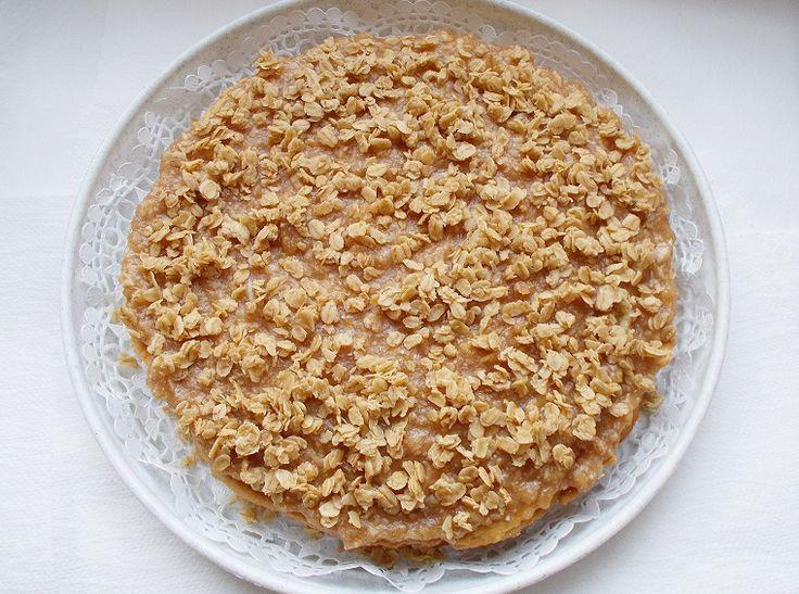 Almás-zabpelyhes babatorta recept az első szülinapra, tejtermékek és tojásfehérje nélkül, így a szülinapos is nyugodtan eheti.