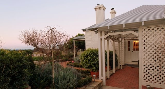 Offering outstanding, self contained accommodation Bonnay is the perfect base for #couples or small #families to enjoy all that the Hunter Valley has to offer. #Wineries #Vineyards #HunterHolidays www.OzeHols.com.au/38