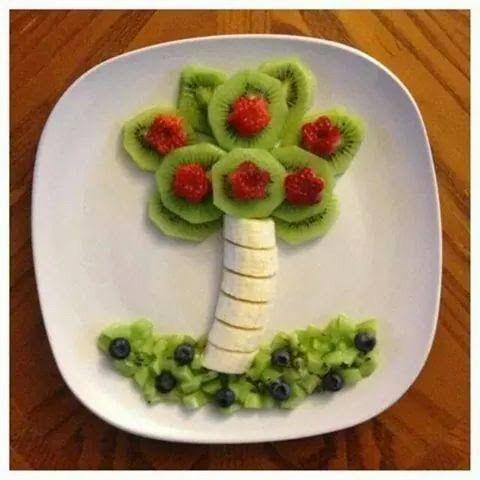 Desayuno con  fruta muy fácil en forma de arbol