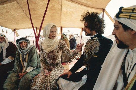 사막을 자신의 황실로 삼은 비공식 영국 여왕 <퀸 오브 데저트> :: 네이버 TV연예
