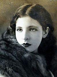 Pagu. Teve grande destaque no movimento modernista iniciado em 1922, embora não tivesse participado da Semana de Arte Moderna, tendo na época apenas doze anos de idade. Militante comunista, foi a primeira mulher presa no Brasil por motivações políticas.