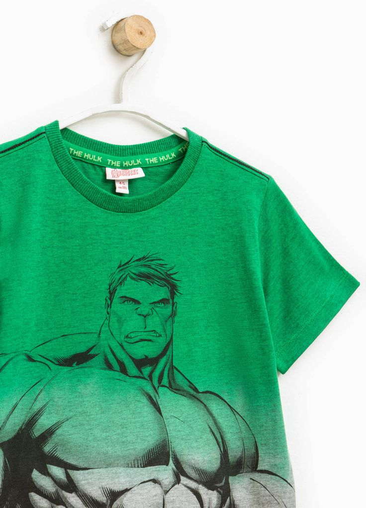 hot sale online 8f1fd c1b06 Buy online Degradé T-shirt with Hulk print on OVS. Find the best