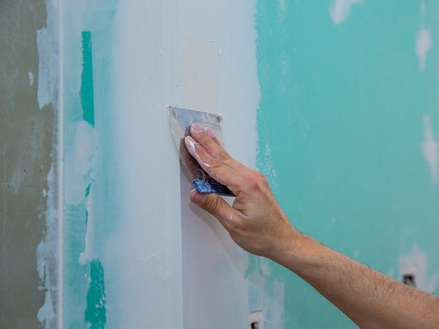 Tips For Deciding Who To Call When You Have Drywall Problems - Unfortunate things happen. It's a fact of life. And all too often, those unfortunate things seem to happen to your home. One of the most common damages you'll probably encounter as a homeowner is the accidental damage of your drywall, resulting in holes, moisture damage and other, bigger problems that require repairs.
