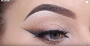11. Smudge Winged Eyeliner | Makeup | 12 Game Changing Eyeliner Tutorials You'll Be Thankful For
