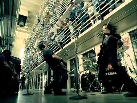 Some people don't like this song, but i love it!!!!! Metallica - St. Anger [HD] (2003)