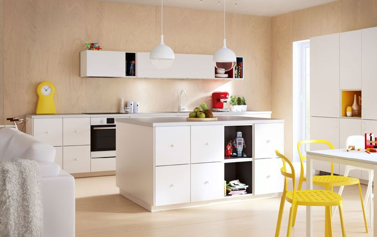 Eiland op een 'blok' | Modern IKEA kitchen ideas with white doors, drawers and worktops and coloured TUTEMO open cabinets.
