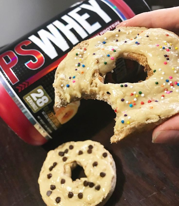 "Fit Loser Sam (@skoz_) delicious as a real donut ❤️🍩 @prosupps_llc @prosupps_canada glazed donut protein powder is bomb. Mixed half a scoop with melted coconut oil (1tbsp) and another half with water to form a ""glaze"" over my whole wheat bagel (keep separate, you can combine them but if you mix two glazes together it can get a little too thick) regardless, perfection! MyFood MyRecipe protein spread pålägg"