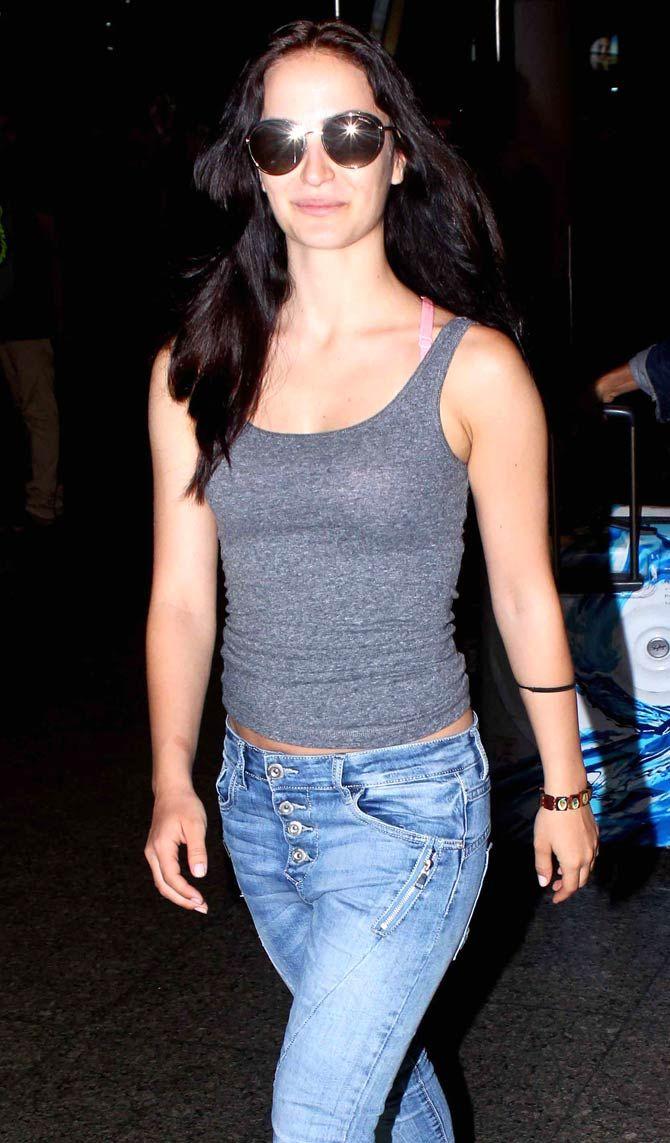 Elli Avram spotted at the Mumbai airport. #Bollywood #Fashion #Style #Beauty #Hot #Sexy