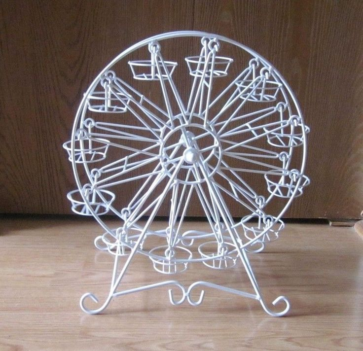 PIER ONE IMPORTS ROTATING FERRIS WHEEL CUPCAKE DESSERT STAND HOLDER HOLDS 12