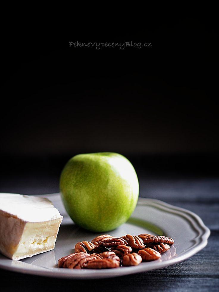 Listové šátečky (sýr Brie, jablko, pekanový ořech, med) -  Leaf raviolis (Brie cheese, apple, pecan, honey) www.peknevypecenyblog.cz