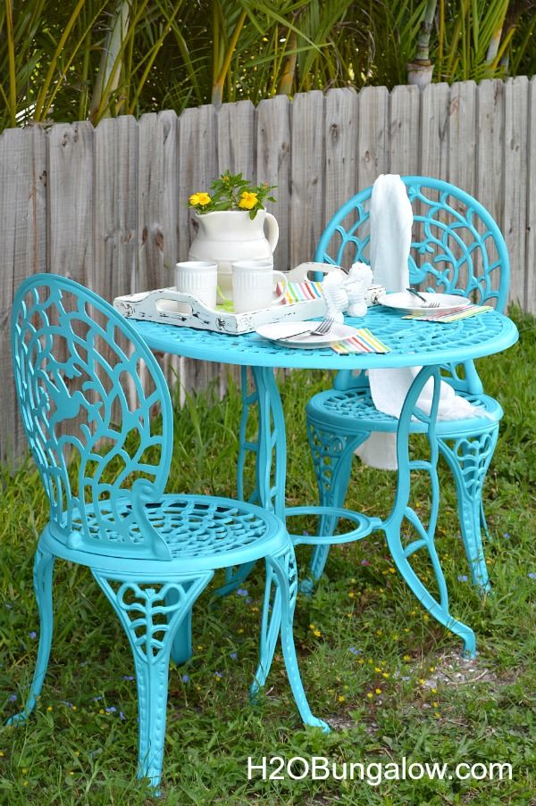 Easy 1 day cafe table makeover tutorial using Rustoleum paint. I share out to…