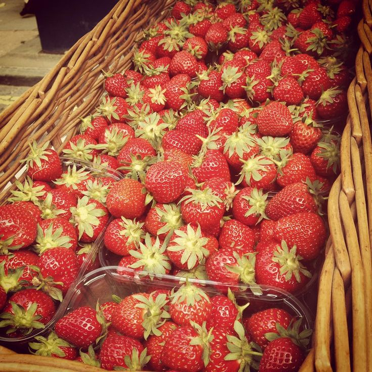 Carrying on the wimbledon theme, pick up your fresh British strawberries from the @CrockfordBridge stall at the Guildford Farmers market!  #guildford #farmersmarket #surrey