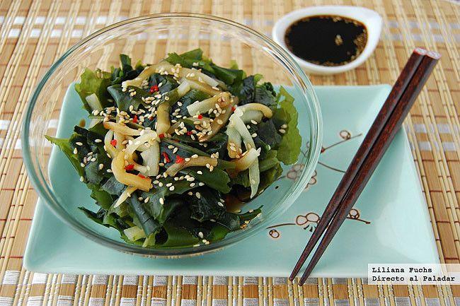 Receta de ensalada de alga wakame con sésamo y pepino. Con fotografías del paso a paso, consejos y sugerencias de degustación. Cocina japonesa. ...