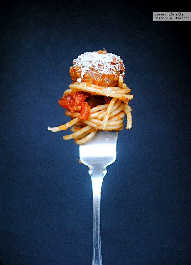 espaguetis con albóndigas de ternera y berenjena