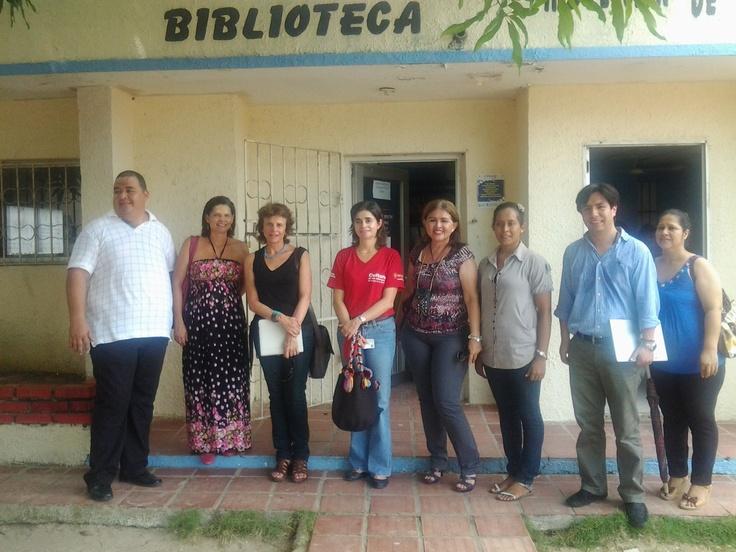 Viceministra de cultura, directora de @bncolombia y promotores de lectura, guardianes de la biblioteca.