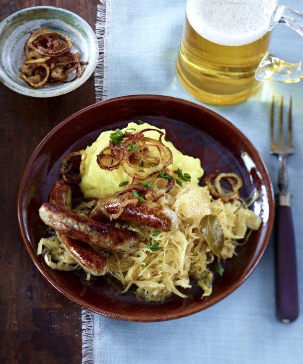 Unser beliebtes Rezept für Kartoffelpüree mit Bratwurst und Sauerkraut und mehr als 55.000 weitere kostenlose Rezepte auf LECKER.de.