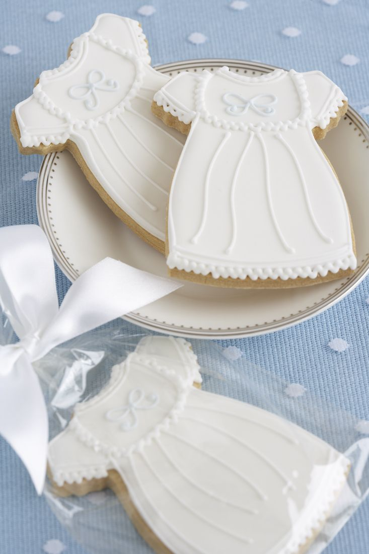 Great idea for cookies to celebrate a christening from across the pond www.peggyporschen.com