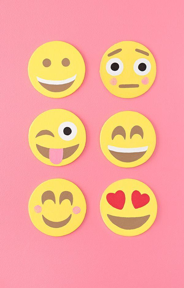 Emoji Party Cake Create Emoji Theme Party Emoji Cake