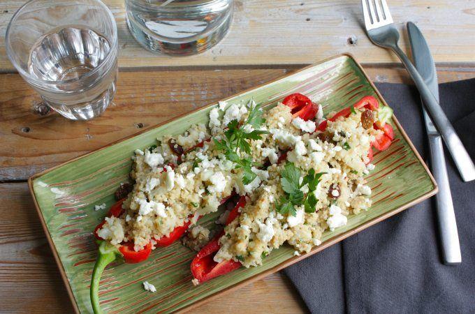 Dit family budget gerecht is gemaakt voor Koken met Aanbiedingen. Bekijk hier het recept voor gevulde puntpaprika's met bloemkoolcurry en couscous.