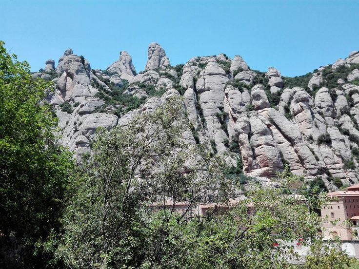 Montaña-de-Montserrat-don-viajon-naturaleza-rocas-figuras-catalunya