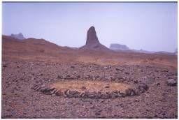 Richard Long- Sahara Circle, 1988.