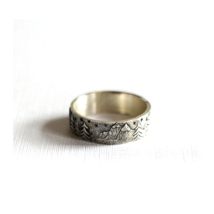 Рельефный рисунок на кольцах. Серебряные кольца с объемным рисунком. Лес рядом с горами. Ручная работа. Обручальные кольца на заказ
