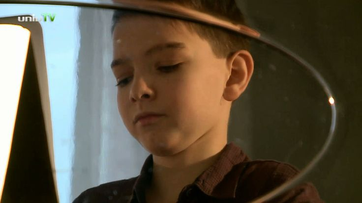 Boros Misi egy zongoradarabbal kíván Kellemes Karácsonyi Ünnepeket