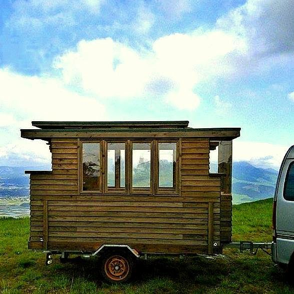 Tiny Japanese House On Wheels... Pop up roof Idea