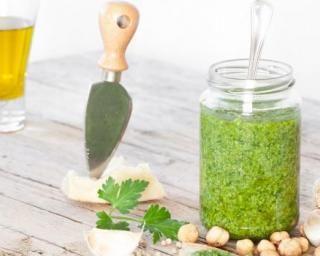 Sauce vinaigrette légère au persil : http://www.fourchette-et-bikini.fr/recettes/recettes-minceur/sauce-vinaigrette-legere-au-persil.html