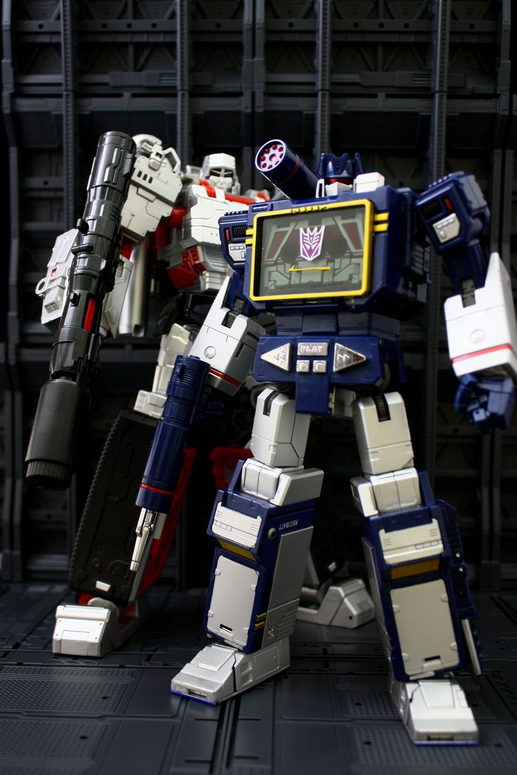Transformers Masterpiece MP-13 Soundwave with Combiner Wars Leader Megatron