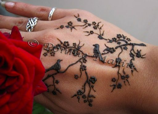 henna design... So much better then the traditional one.
