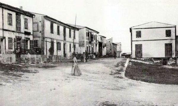 Portocolom - a la izquierda el edificio de Sa Duana, construido 1855, hoy cuartel de la Guardia Civil, ca 1910 - Mallorca - Balearic Islands, Spain.